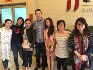 Hr. Schreiber und chinesische Mitarbeiterinnen unseres Lieferanten