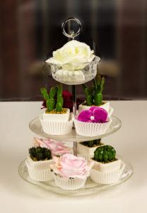 sukkulenten-etagere-cupcake-blueten-romantic-artfleur